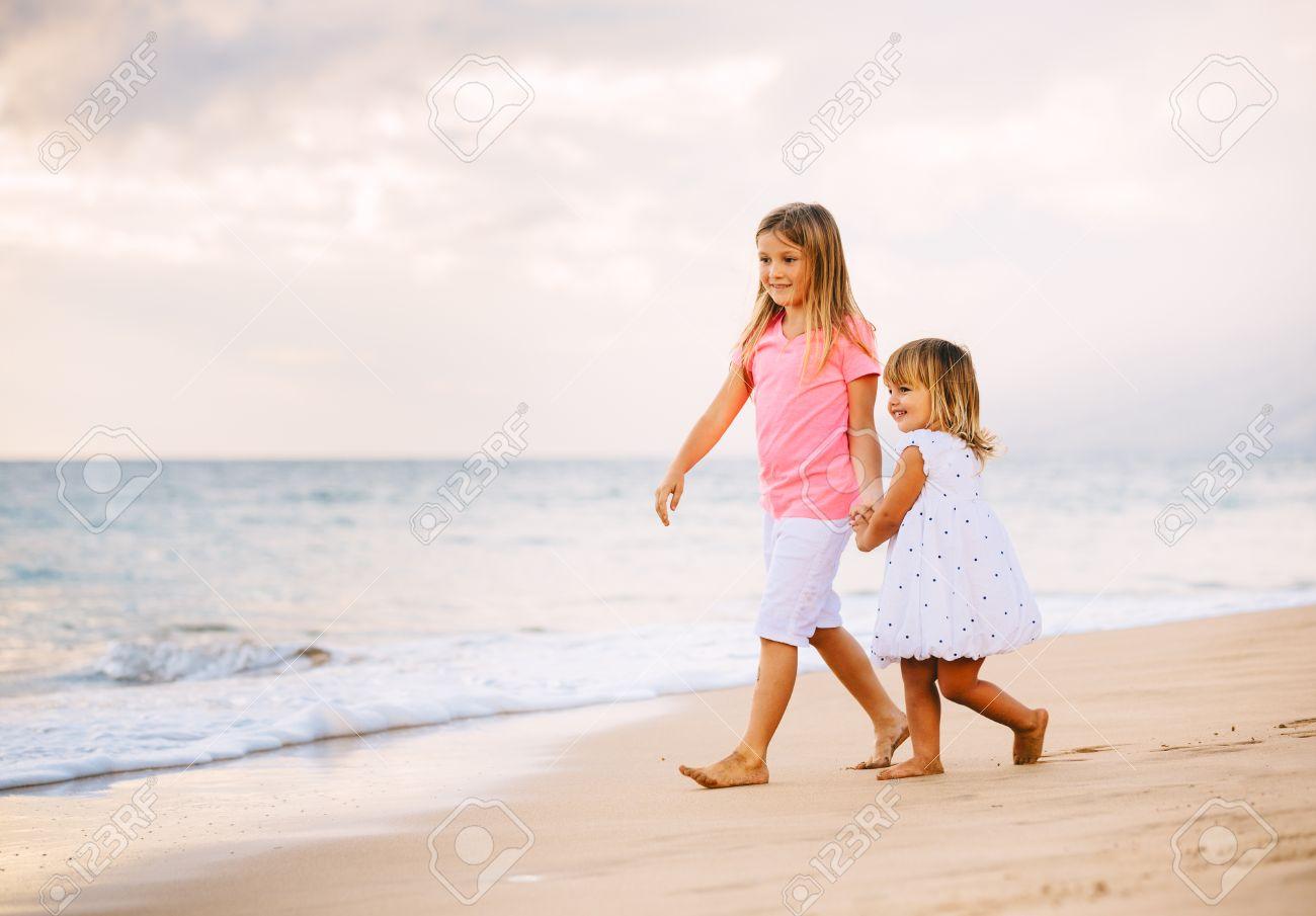 Молоденькие девочки на нудистком пляже фото 103-780