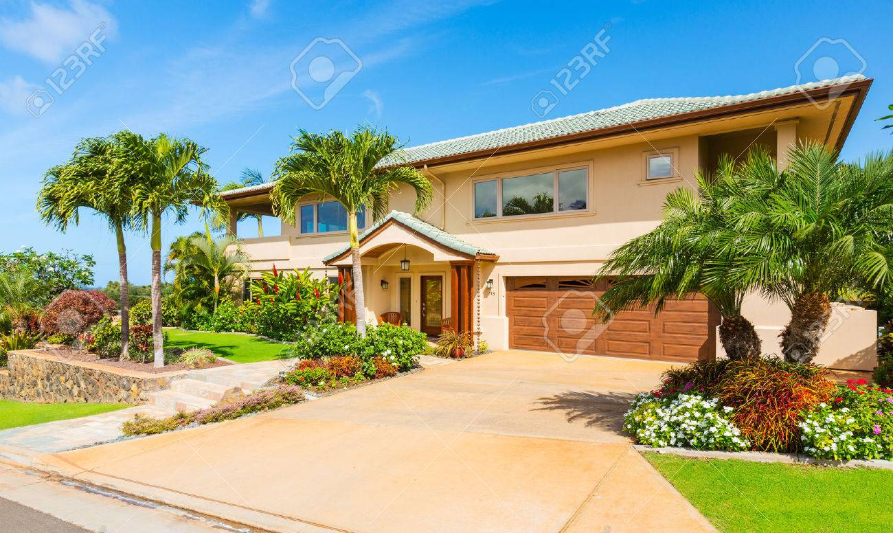 Beautiful Home Exterior, Luxury Home, Sunny Blue Sky Stock Photo   27391762