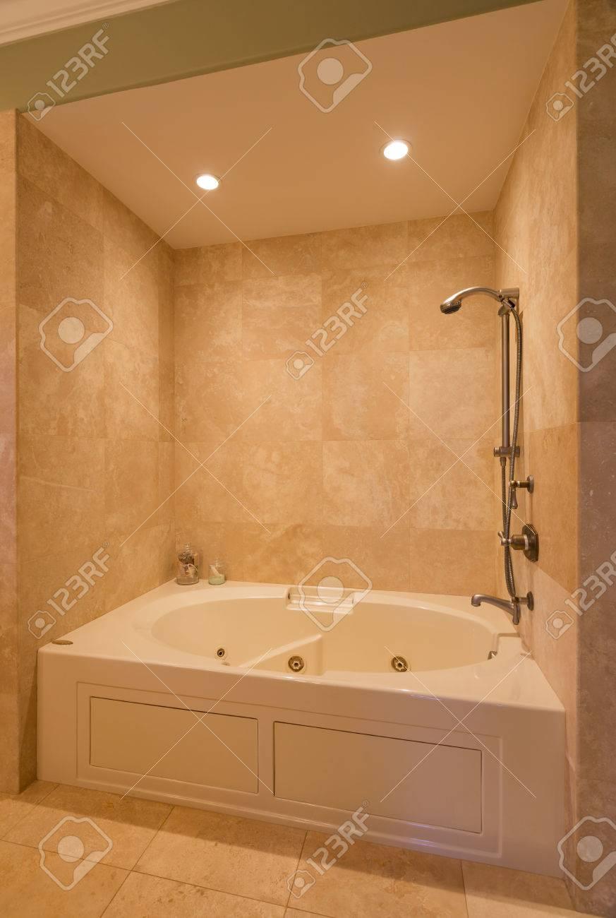 Belle contemporaine Salle de bain Douche à New Luxury Home