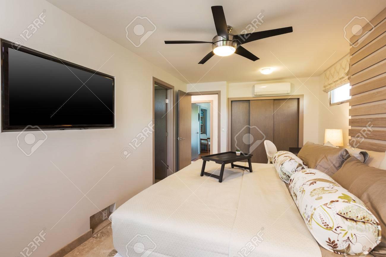 Chambre Dans Maison Contemporaine, Design Intérieur Banque D\'Images ...