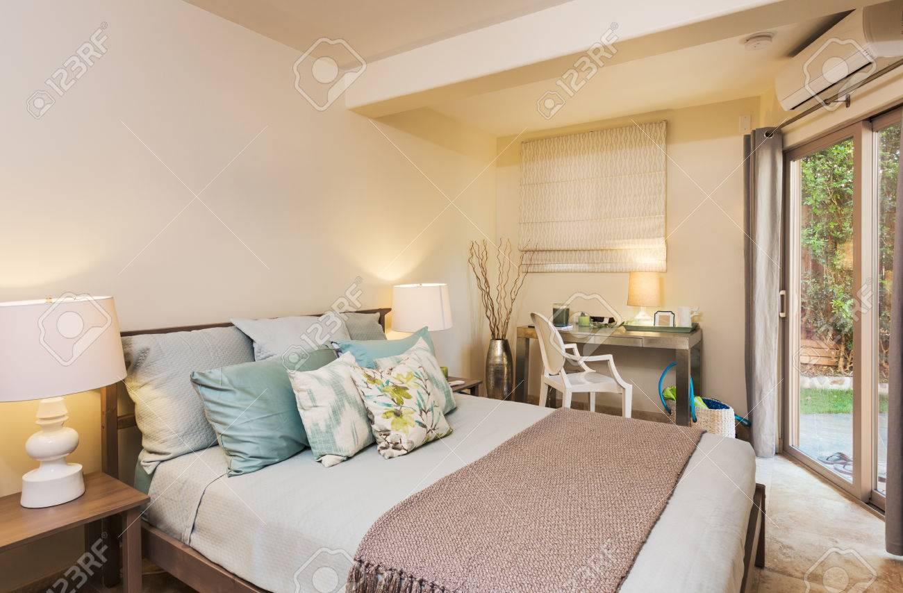 Chambre Dans Maison Contemporaine Design Interieur Banque D Images Et Photos Libres De Droits Image 32218589