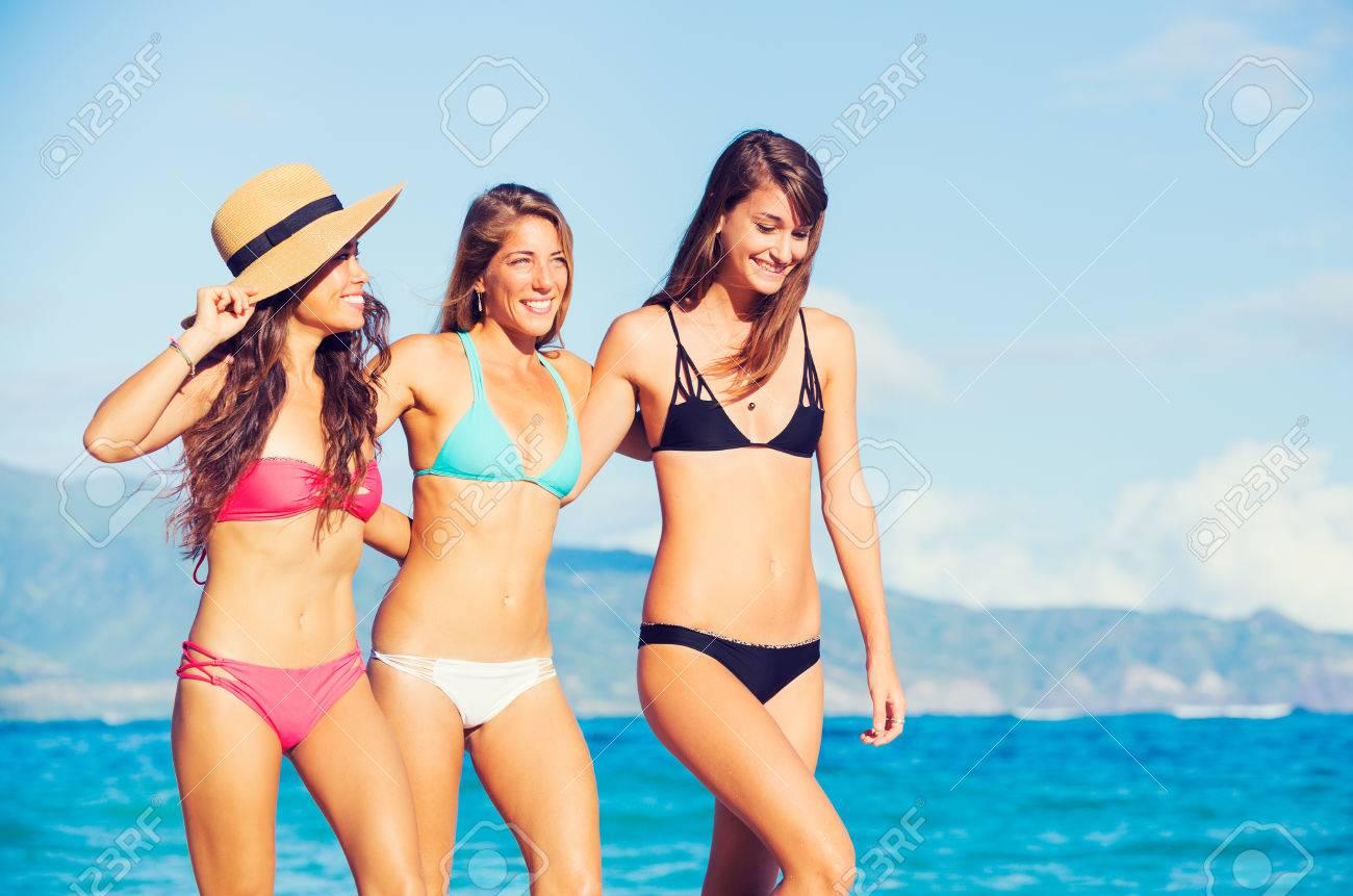 Женщины на пляже фото 2018