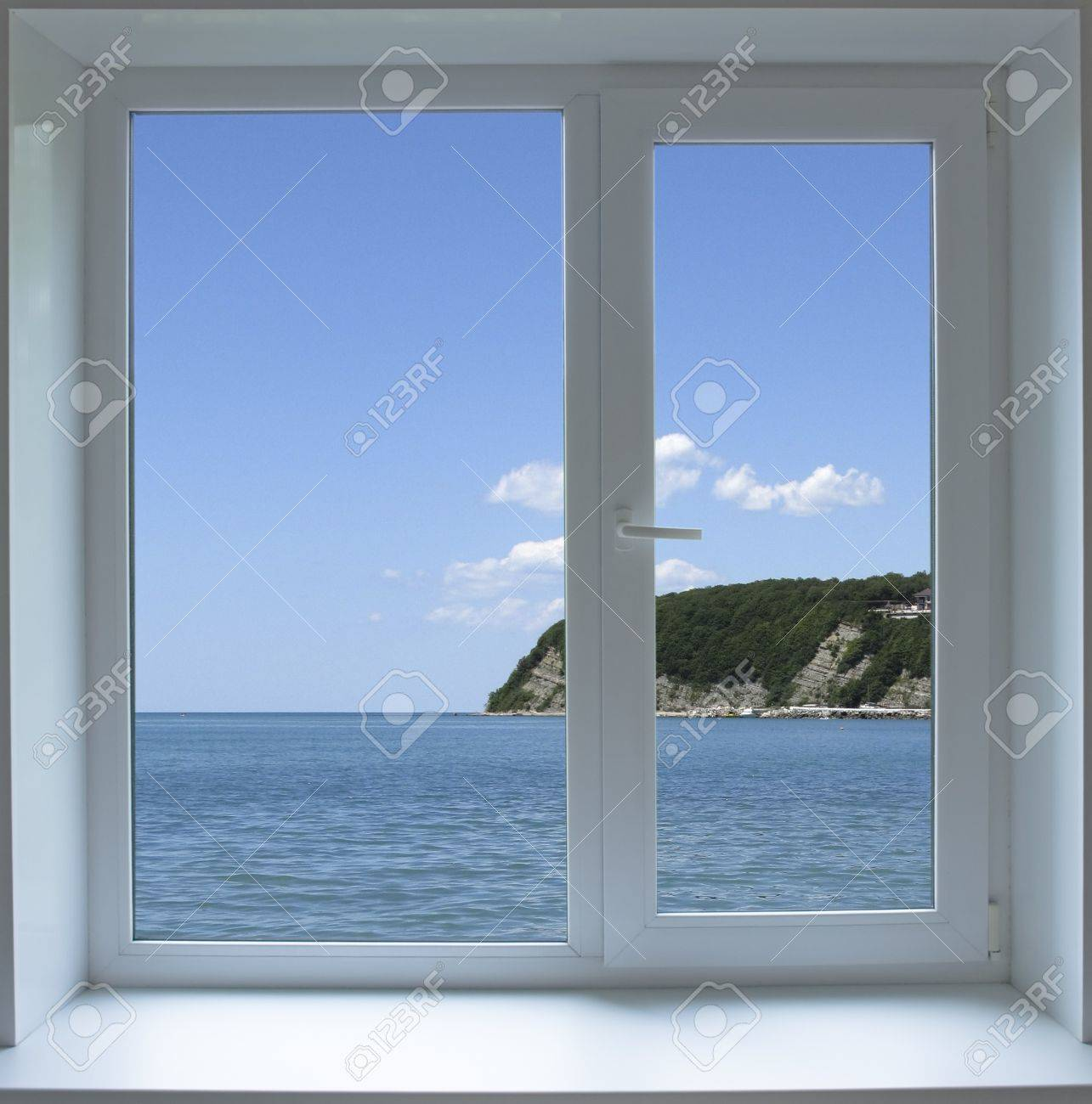 Closed window with views of the sea - 20330242