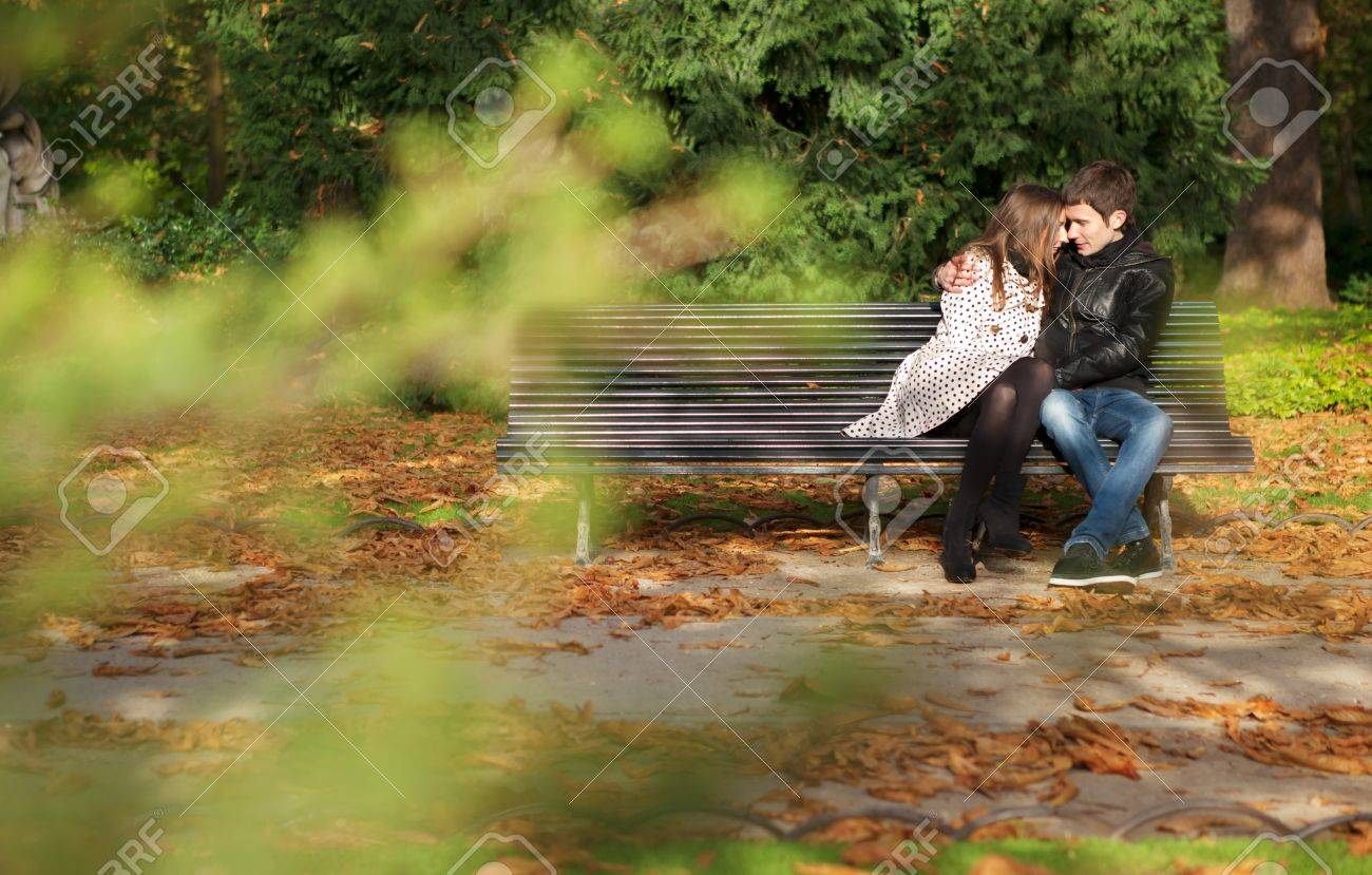 Romantic couple in the Luxembourg garden at fall. Paris, France Stock Photo - 9896964