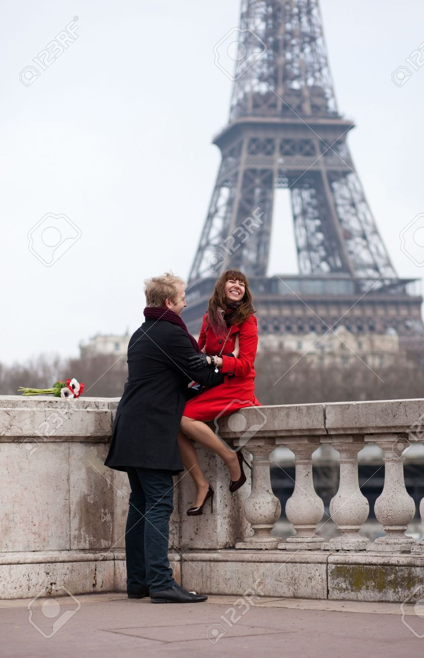 Romantic couple in love in Paris, near the Eiffel tower Stock Photo - 12660228