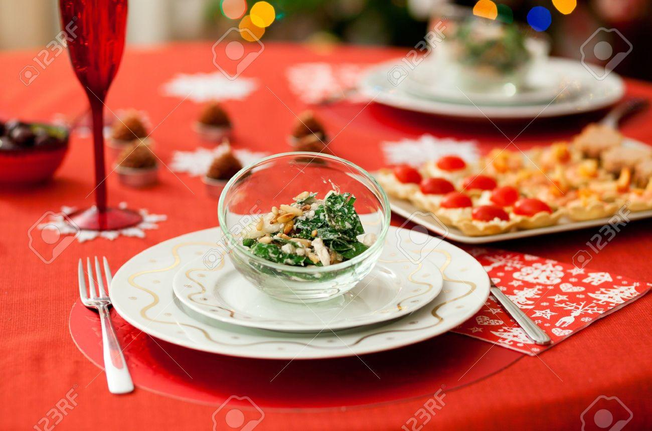 mesas decoradas navidad decorado mesa de comedor con ensalada deliciosa espinacas queso pera