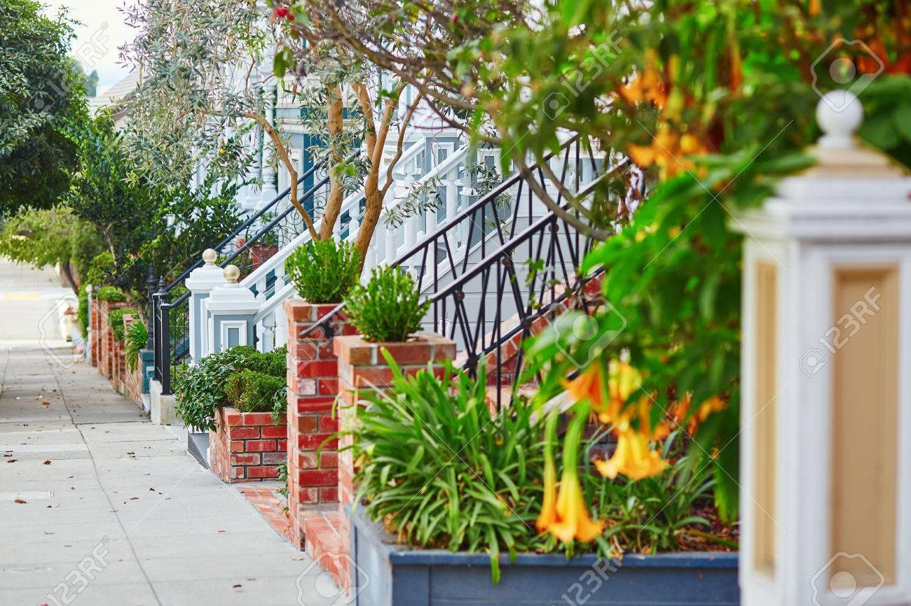Photos De Verandas En Bois belles vérandas de maisons en bois sur la rue de san francisco, californie,  États-unis