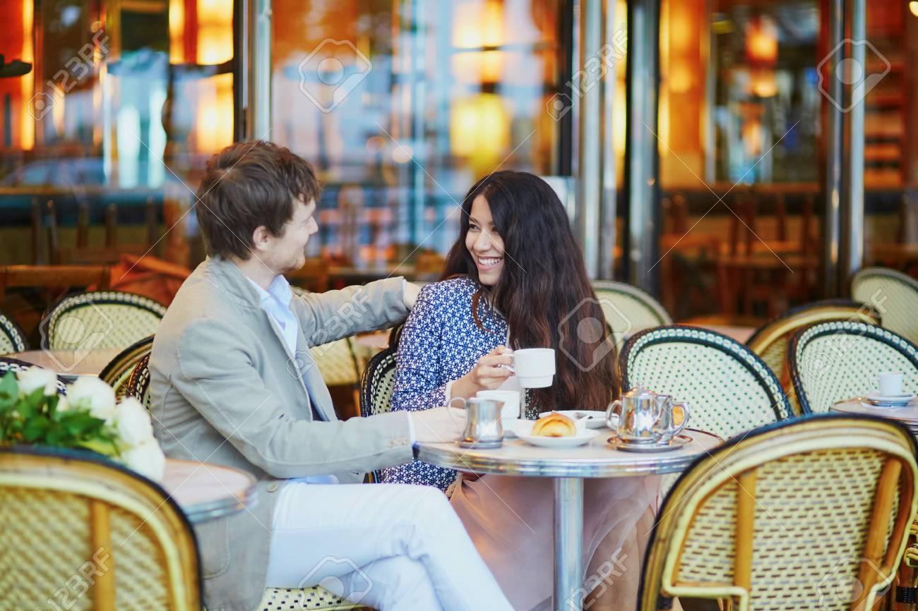 datazione di una signora francese Dating online è più normale che mai