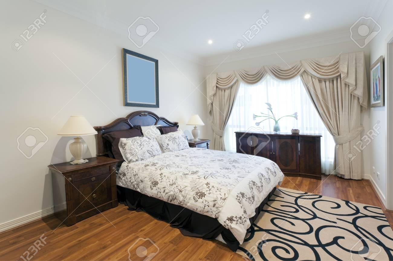 Stylish double bedroom Stock Photo - 13909632