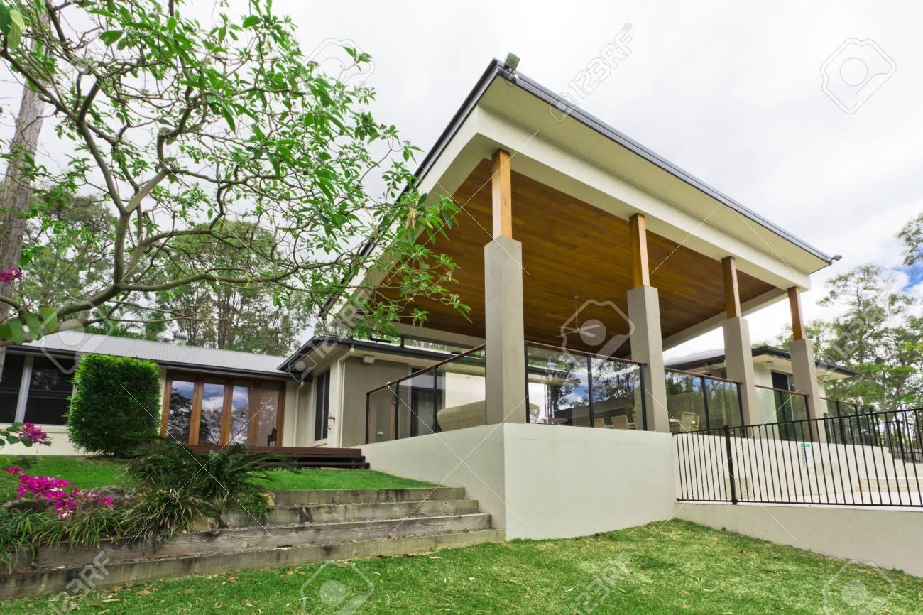 Modern backyard with entertaining area in stylish Australian home Stock Photo - 15616706