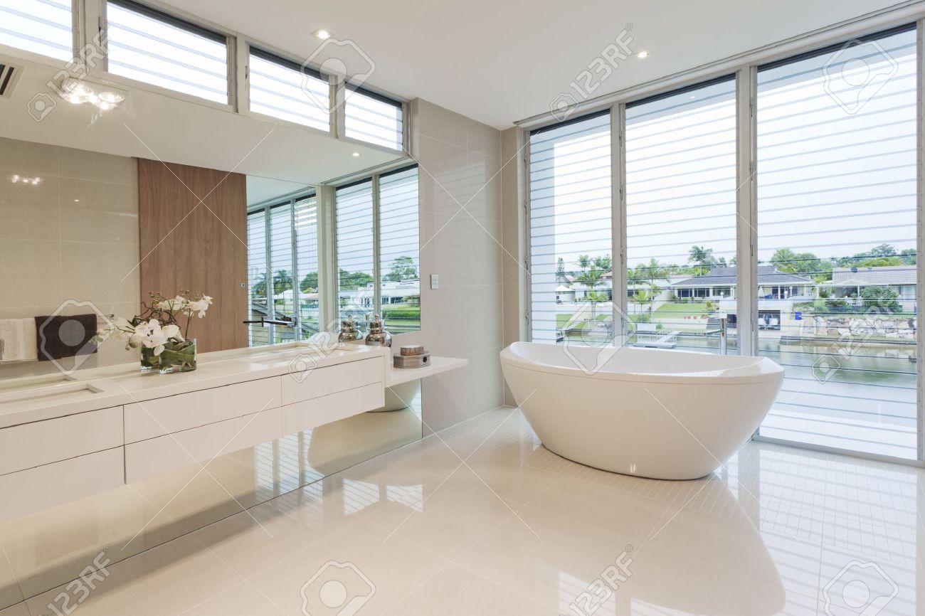 Salle De Bains Moderne De Luxe Australienne Maison Banque D\'Images ...