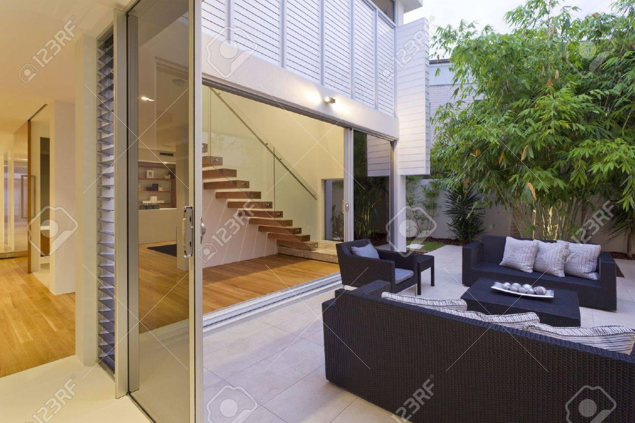 Modern backyard with entertaining area in stylish Australian home Stock Photo - 15616682