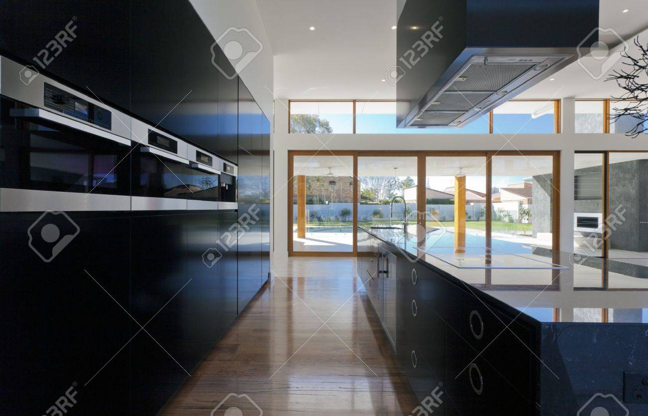 Amazing kitchen and living area in new spacious mansion Stock Photo - 15616632
