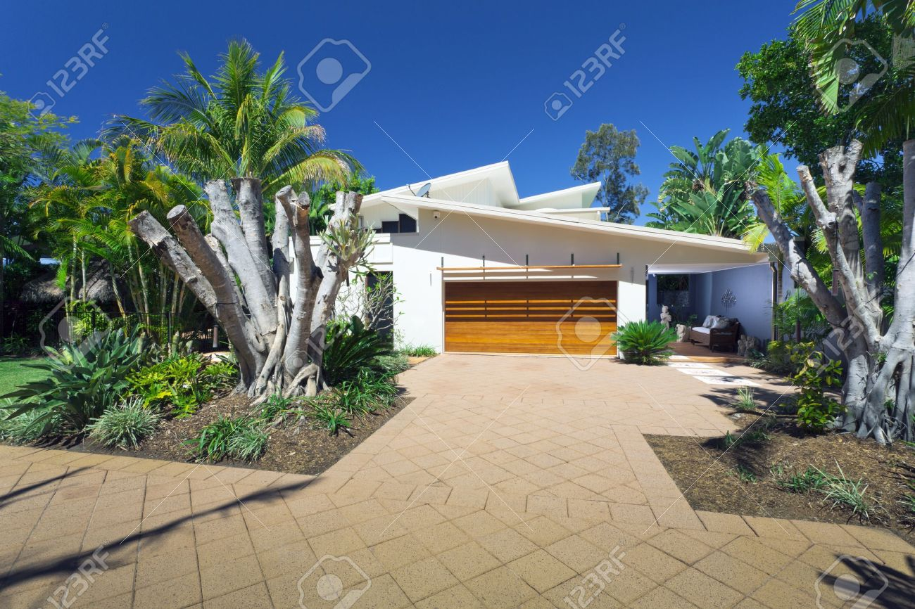 Modern house front and entrance Stock Photo - 15616700
