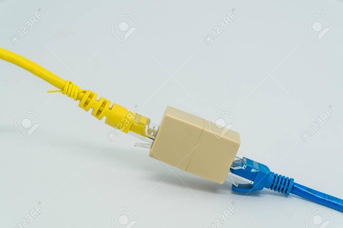 Blau Und Gelb Cat5e Kabel-Stecker RJ45-Kabel-Extender Auf Einem ...
