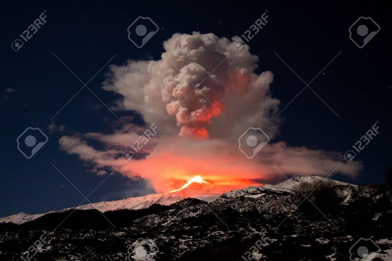 etna eruption Stock Photo - 13032952