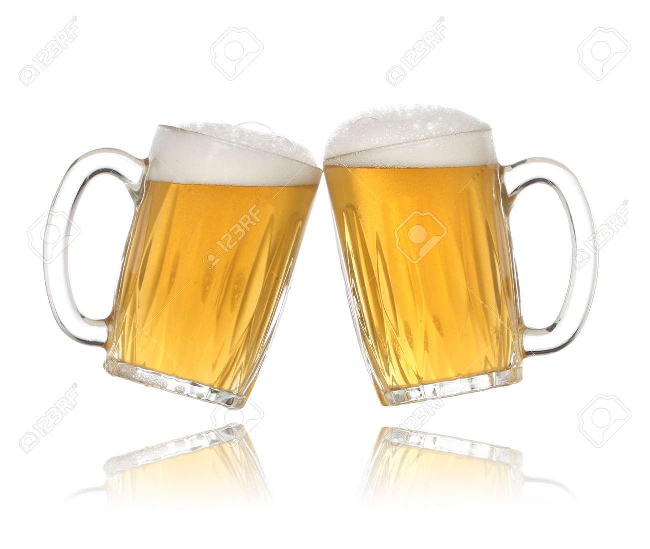http://previews.123rf.com/images/erdosain/erdosain0906/erdosain090600029/4956145-Pair-of-beer-glasses-making-a-toast-Beer-splash-Stock-Photo.jpg