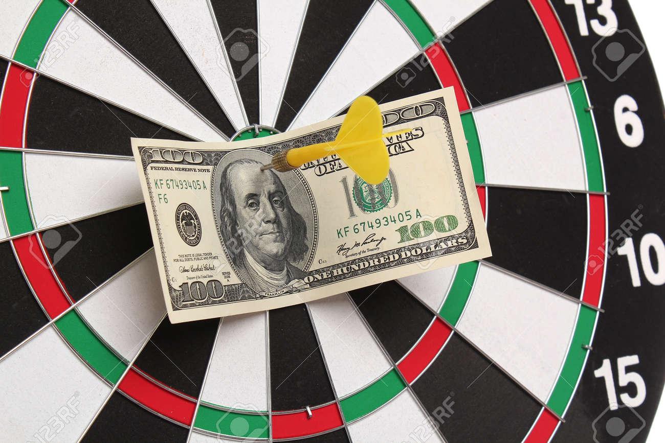 Dollar on bull�s eye Stock Photo - 12460284