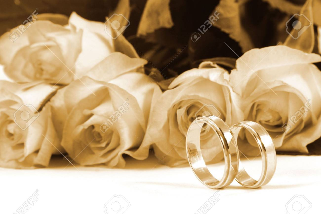 wedding rings and roses Stock Photo - 1953513