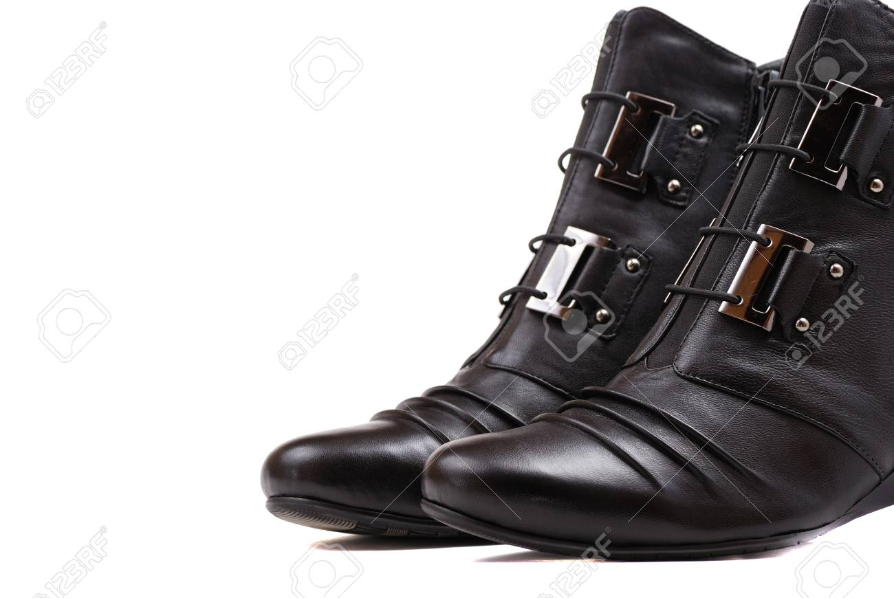 Botas mujer elegante de color negro del diseño moderno agraciado.