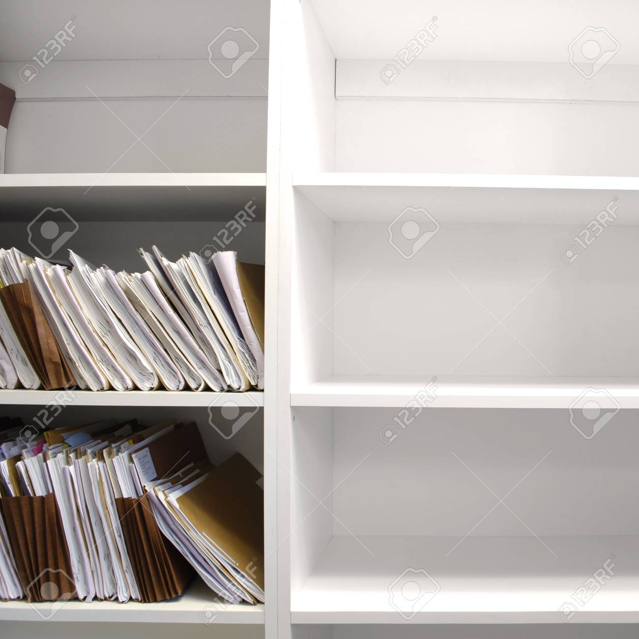 Regal Voller Ordner Und Dateien In Einem Buro Lizenzfreie Fotos