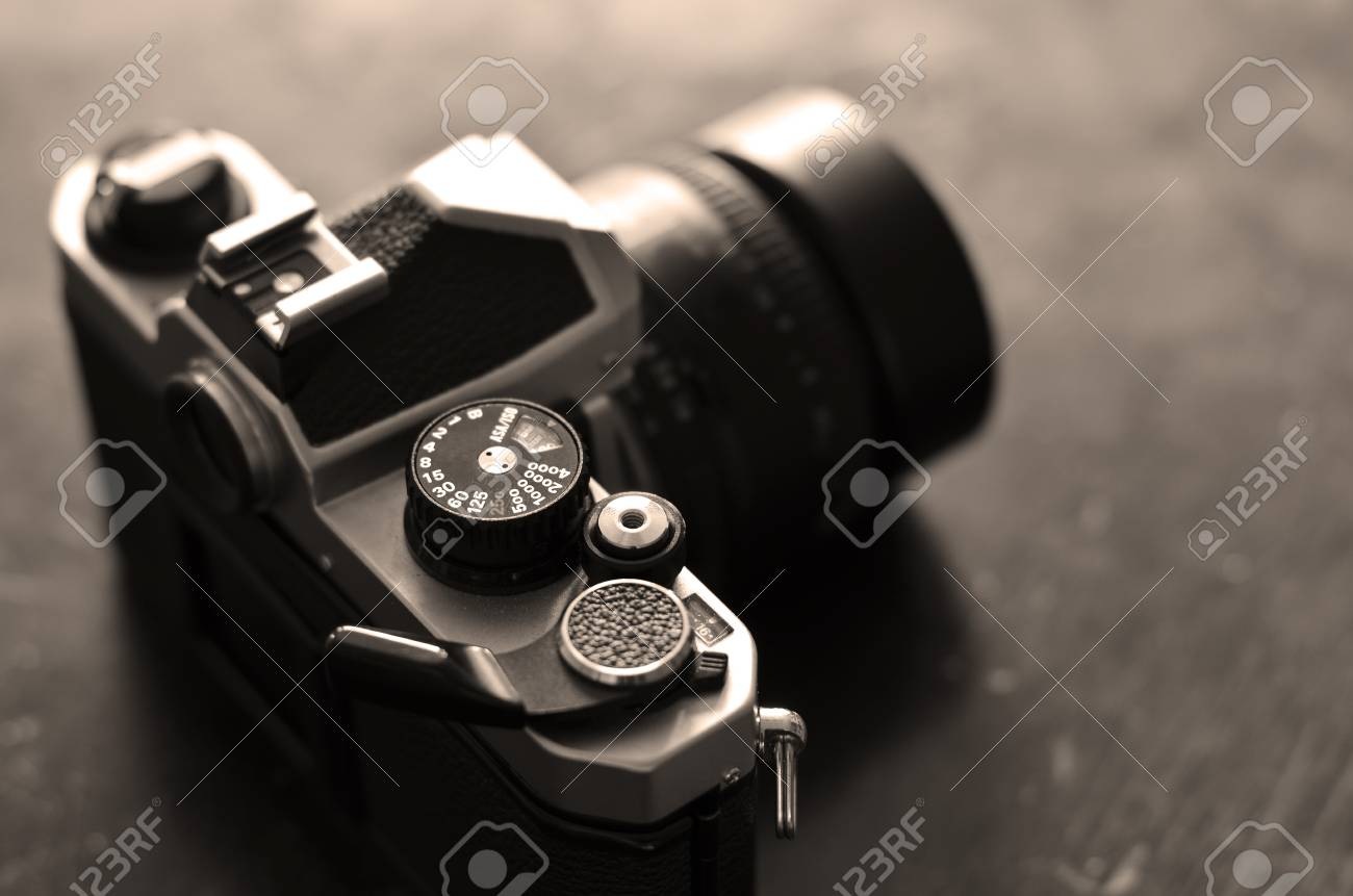 vintage old film camera with manual focus lens stock photo picture rh 123rf com camera with manual focus android digital camera with manual focus