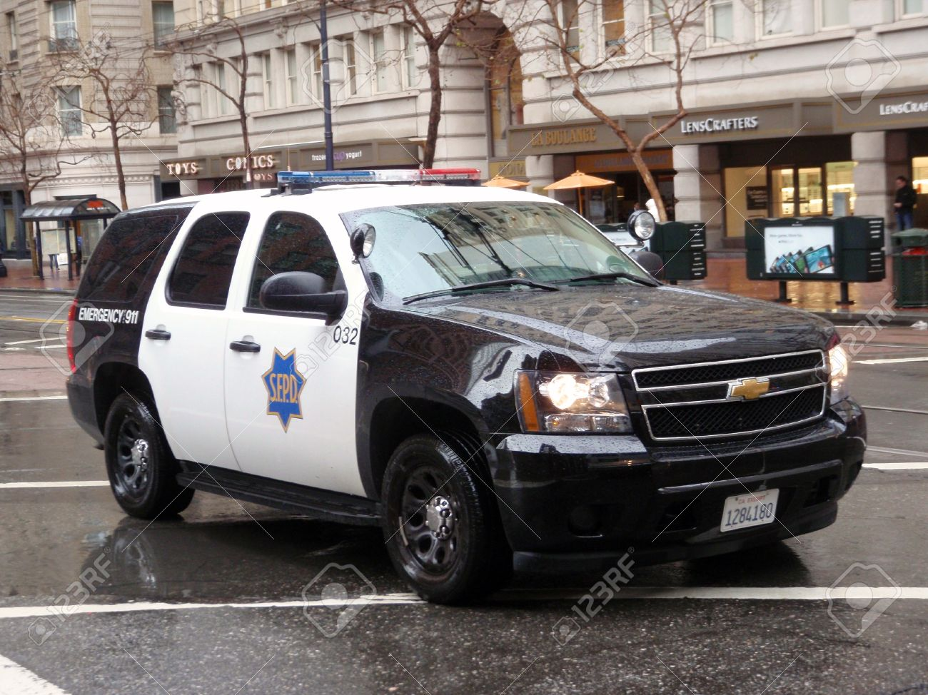 Ford Explorer SFPD cop vehicle rolls down market street during