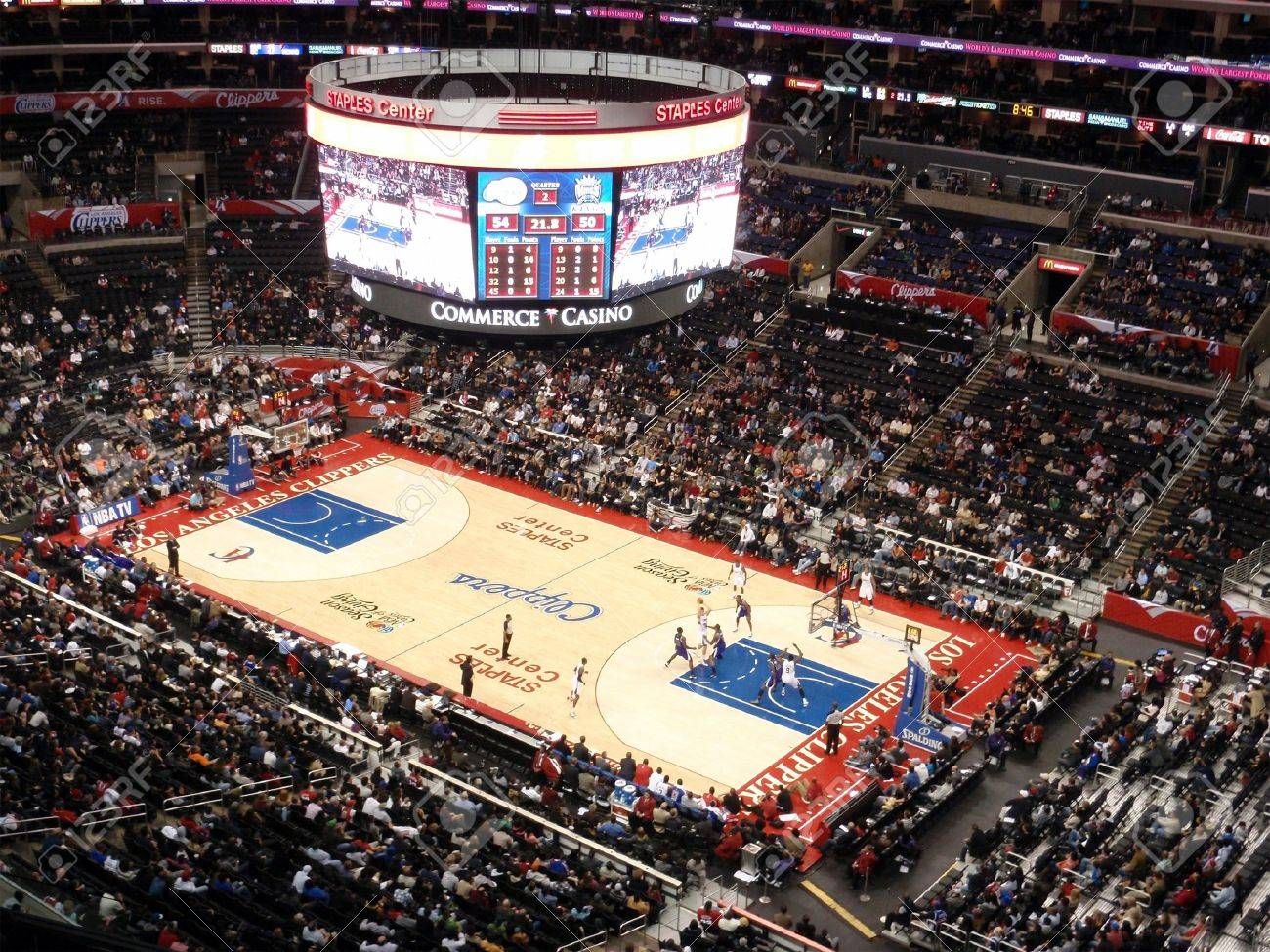 LOS ANGELES, NOVEMBER 25: Clippers vs. Kings: Clippers Blake Griffin holds ball up looking for someone to pass to as other play try to get open at Staples Center taken November 25 2010 Los Angeles California. Stock Photo - 8526478