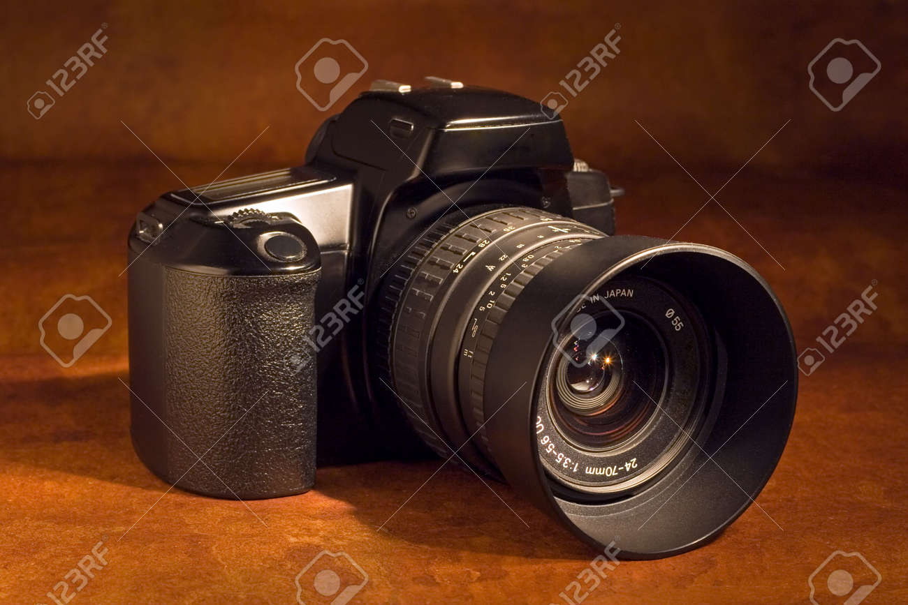 A 35mm SLR camera with standard zoom lens Stock Photo - 410529