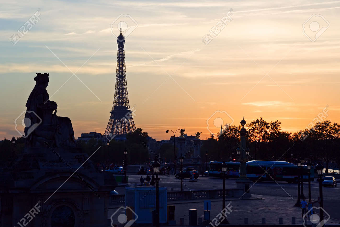 Silhouette of the Eiffel tower at sunset - Paris, France Stock Photo - 561030