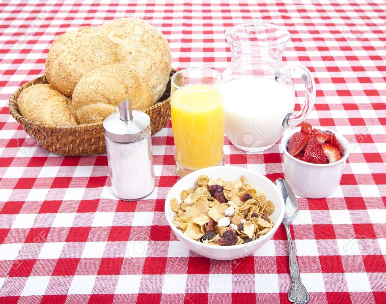 Resultado de imagen de desayuno leche fruta y cereales