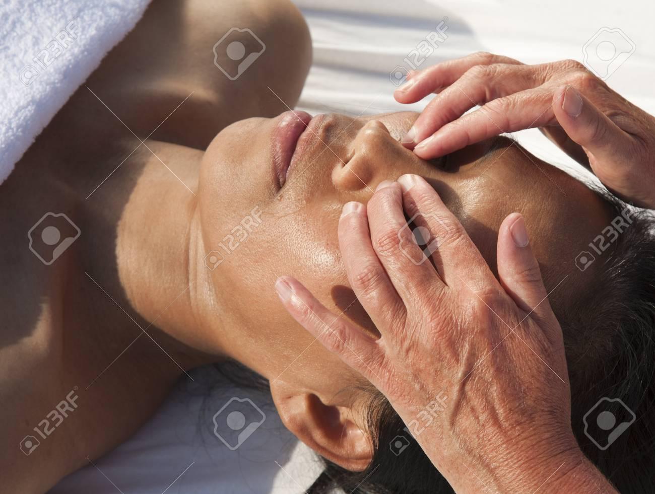 Japanese facial massage Stock Photo - 15742699
