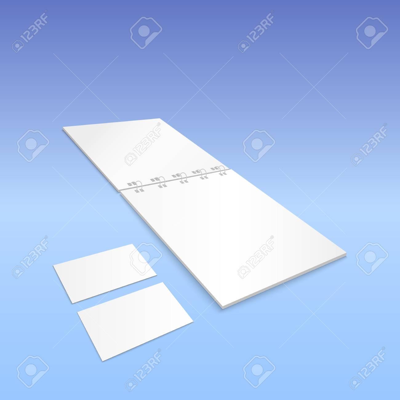 Cahier A Spirale Blanc Avec Des Cartes De Visite Isole Sur Fond