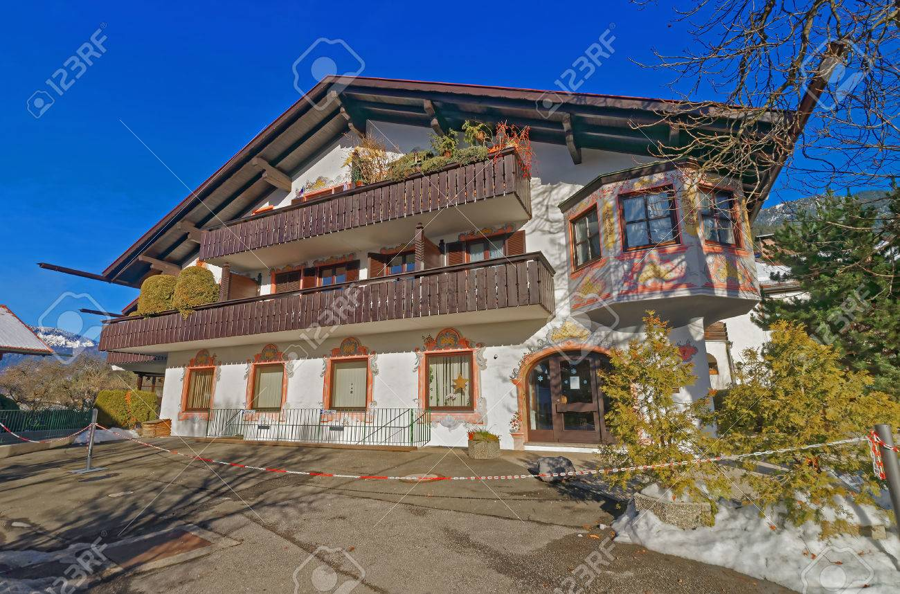 Pareti Esterne Casa : Murales sulle pareti esterne della casa di charme in garmisch
