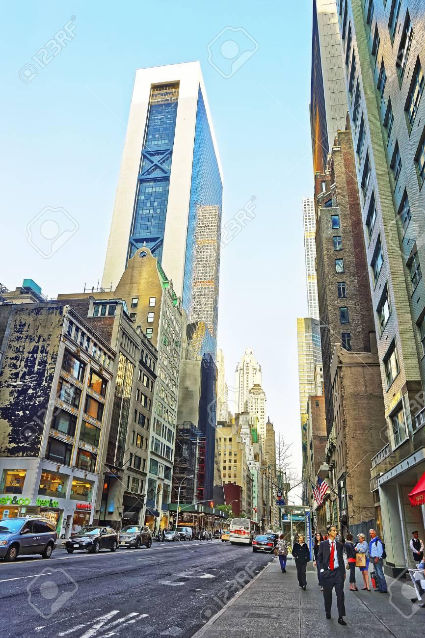 アベニュー オブ アメリカ、または 6 番街と西第 57 通りマンハッタン ...