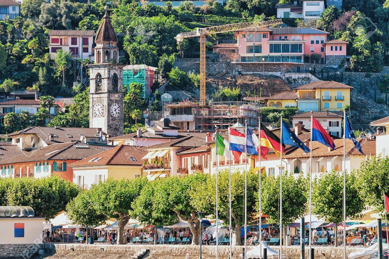 Immagini Stock - Ascona, Svizzera - 23 Agosto 2016: Bandiere Alla ...