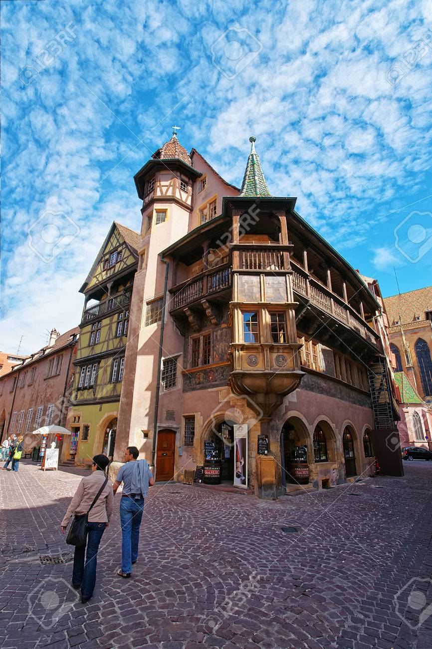 Colmar, Frankreich - 1. Mai 2012: Maison Pfister Und Andere Bunte ...