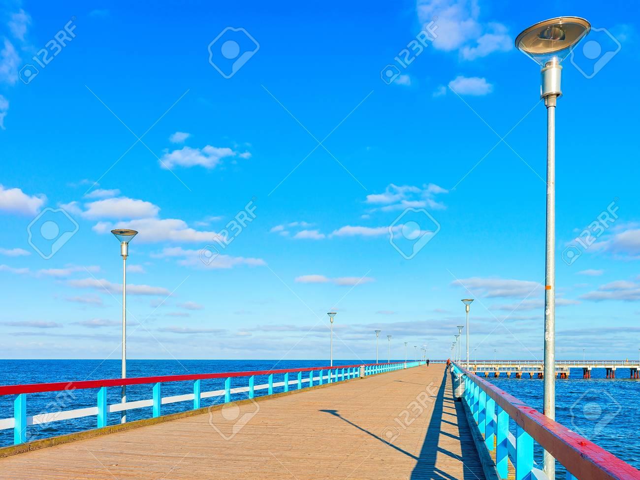 Ponte Del Mare Sopra Il Mar Baltico Nella Località Di Soggiorno Di ...