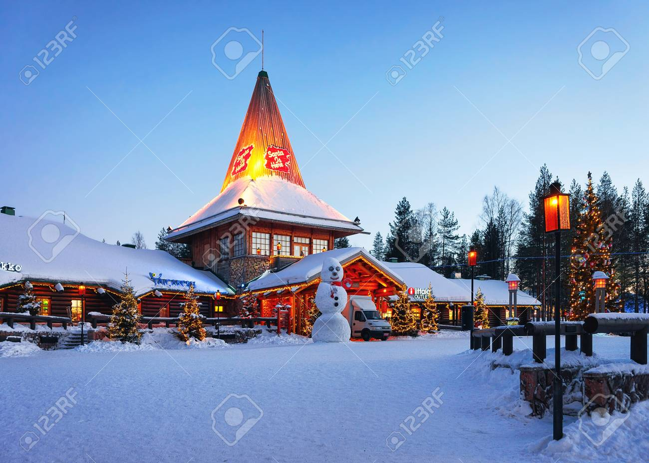 Rovaniemi, Finland - March 6, 2017: Snowman at Santa Office at Santa Claus Village, Rovaniemi, Lapland, Finland, on Arctic Circle in winter. In the evening. Outdoor - 91486832