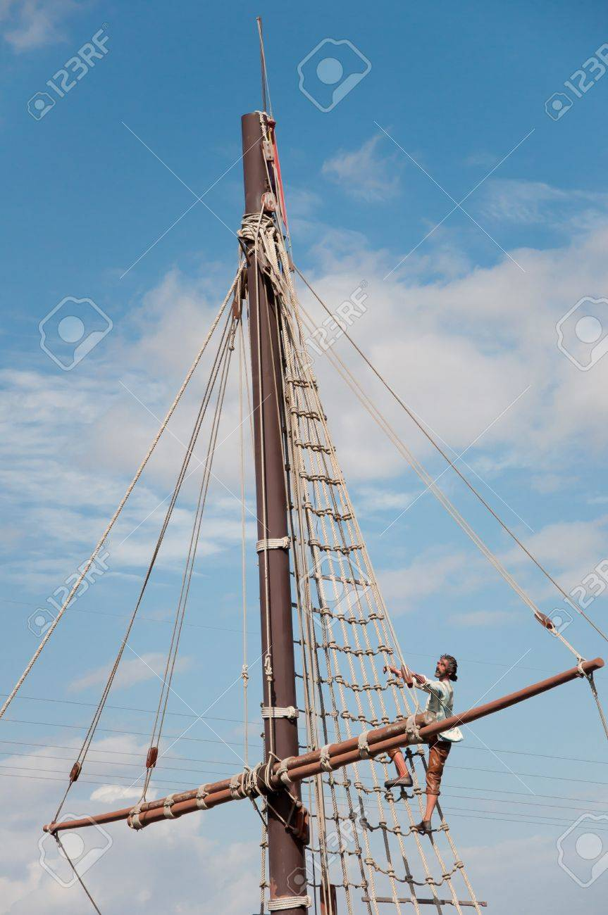 Mast of the replica of a Columbus ship Stock Photo - 15209293