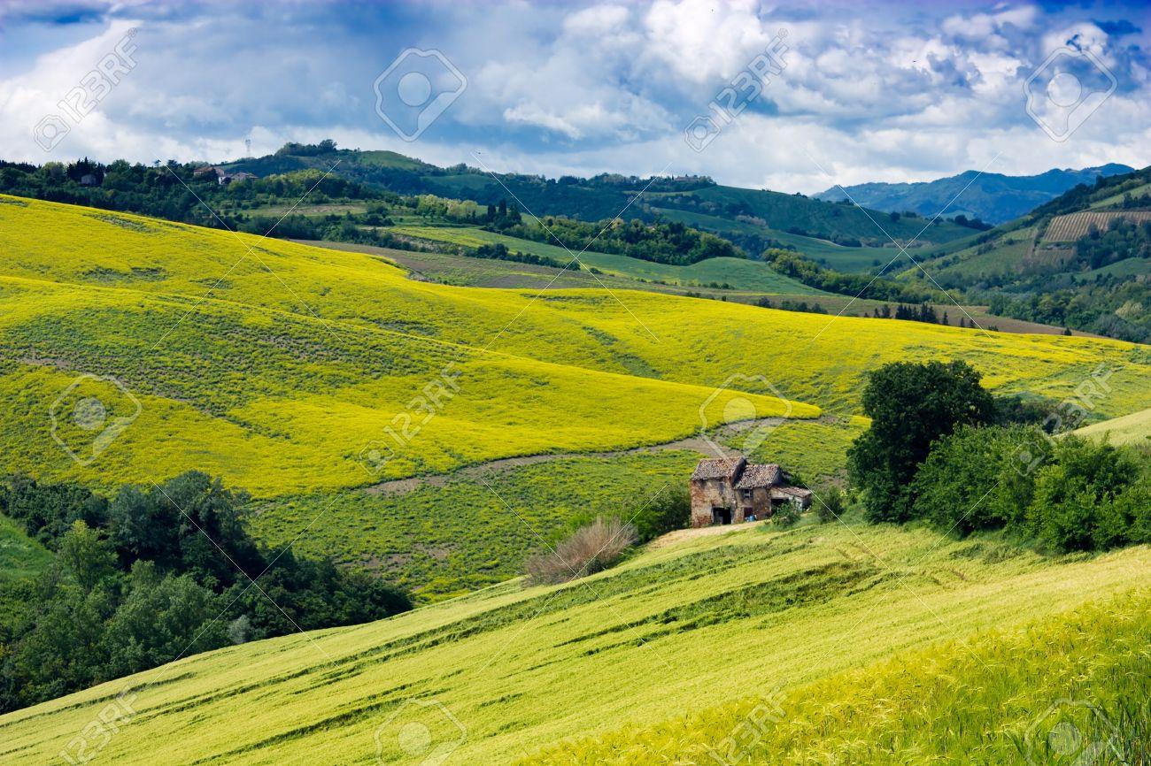Hills Italian Landscape Mountain Of Italy Yellow Green Valley