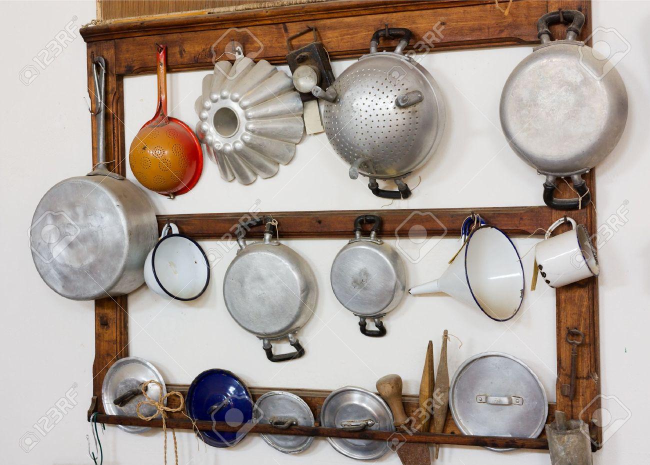 insieme di strumenti vecchia cucina - attrezzature retrò della ... - Strumenti Cucina