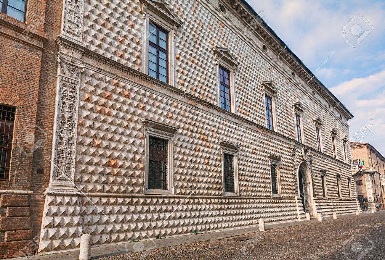 Architetti Famosi Antichi palazzo dei diamanti (palazzo dei diamanti) a ferrara, italia, è uno dei  più famosi palazzi antichi italiani e uno degli esempi più influenti del
