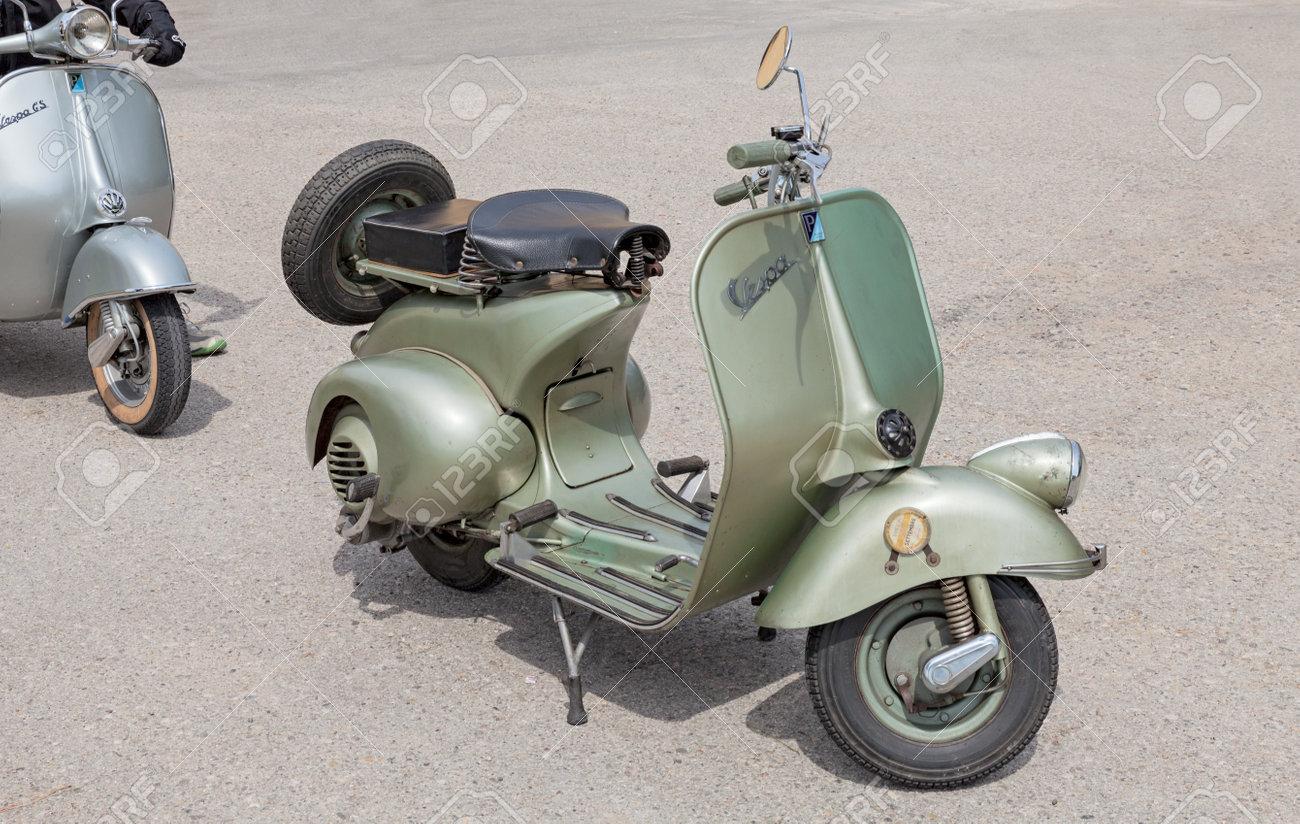 Resultat d'imatges de moto vespa 1950