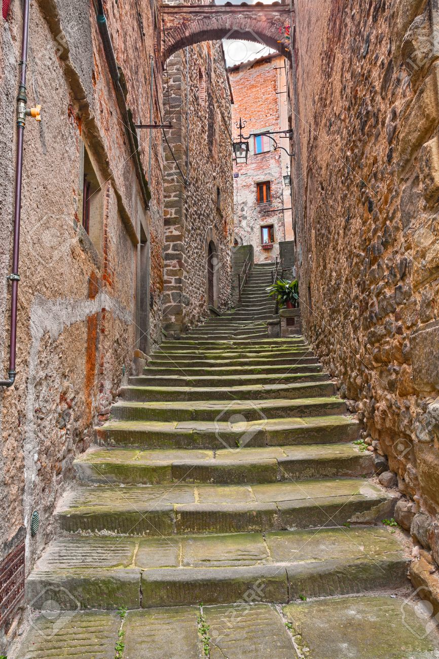 Anghiari, Arezzo, Tuscany, Italy: Picturesque Ancient Narrow Alley With  Staircase And Arch
