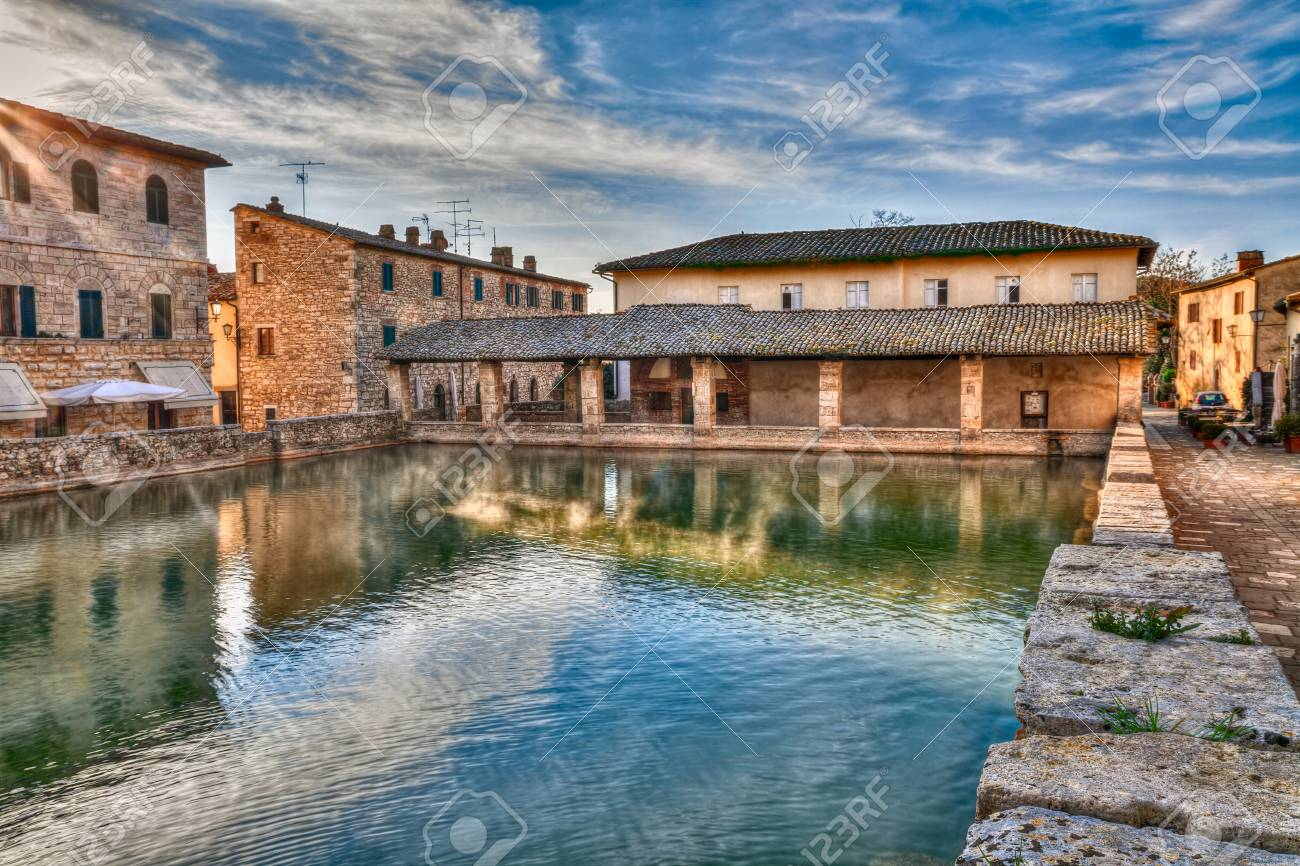 https://previews.123rf.com/images/ermess/ermess1608/ermess160800001/60605061-bagno-vignoni-siena-tuscany-italy-old-thermal-baths-at-dawn-in-the-medieval-village-vapor-over-the-w.jpg