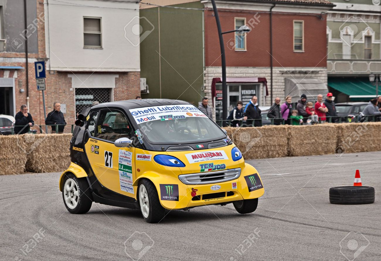 Smart Car Engine >> Driver On A Racing Car Smart Fortwo Powered By Honda Engine In