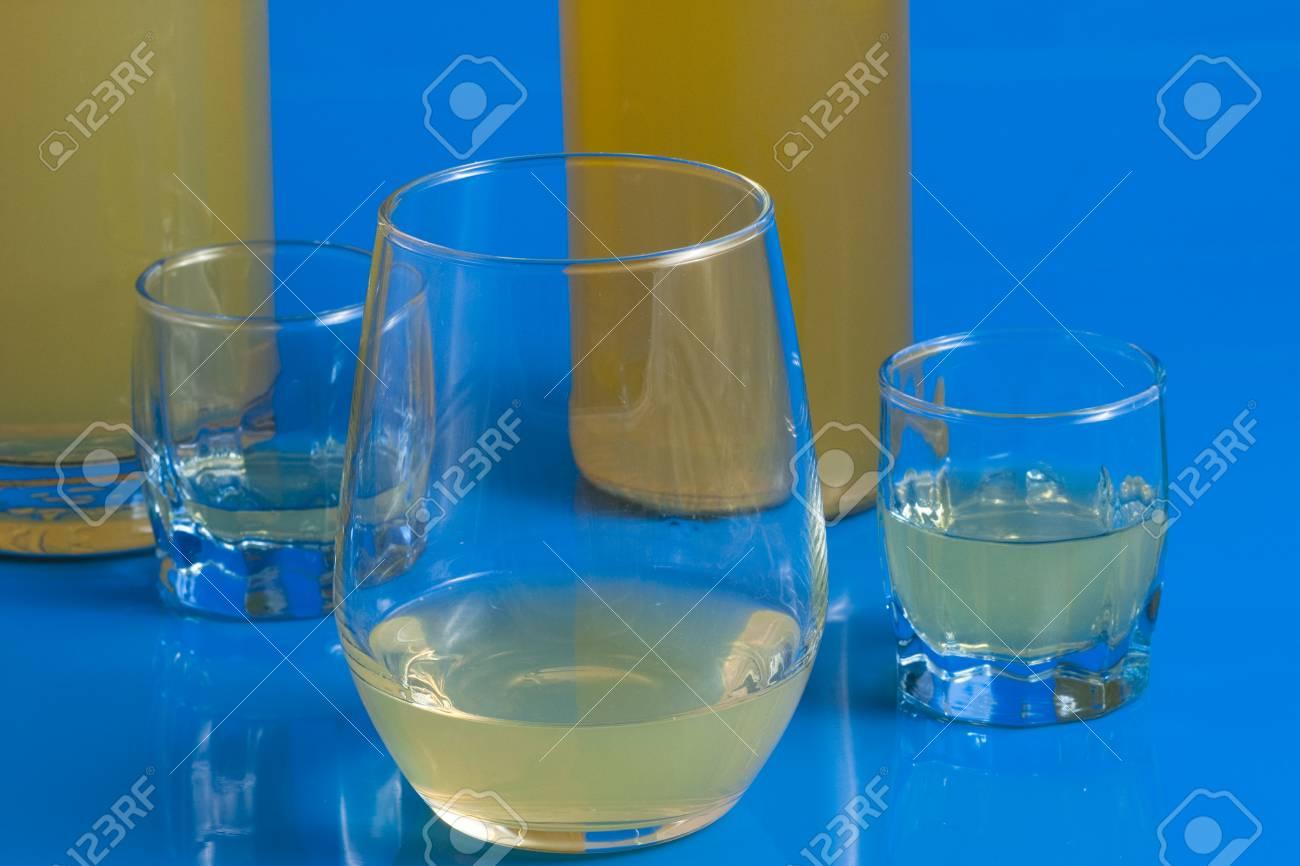 Italienisch Alkoholisches Getränk Serviert In Einem Glas Auf Einem ...
