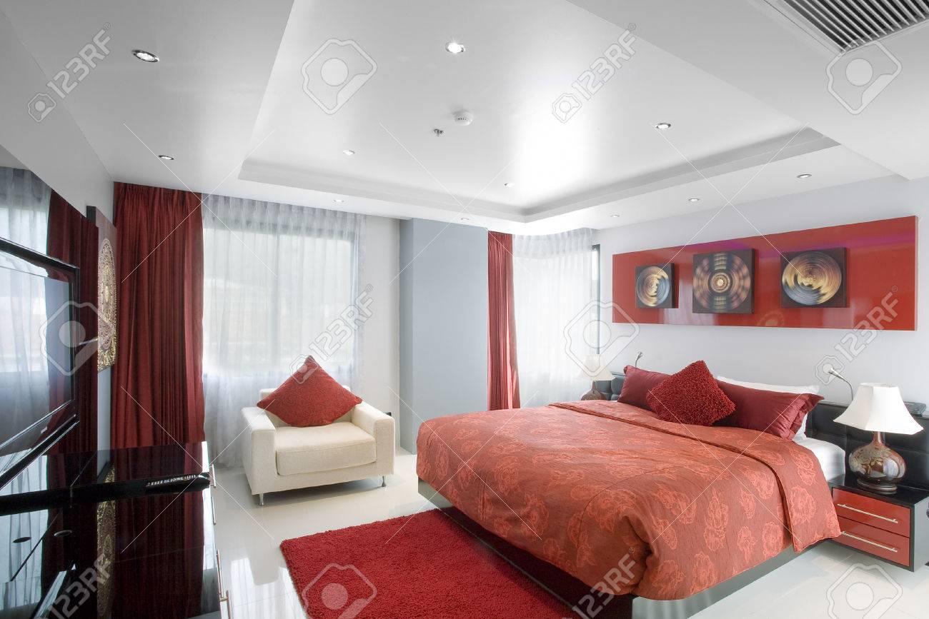 Panoramasicht Auf Schöne Stilvolle, Moderne Zimmer Bilder An Der ...