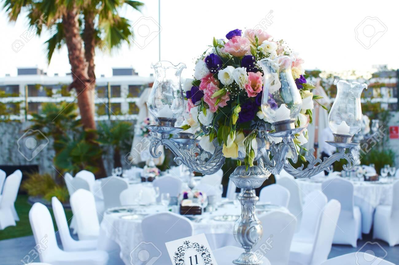 Luxury wedding decorated round tables - 141240386